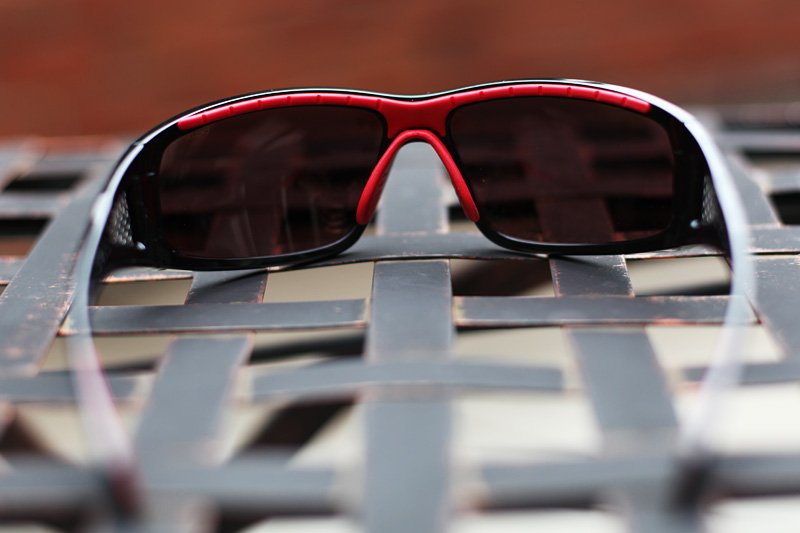 Proprietary Thermogrip®. This hydrophilic material has moisture–absorbing properties that keep the frames comfortably in place, even during extreme exertion.