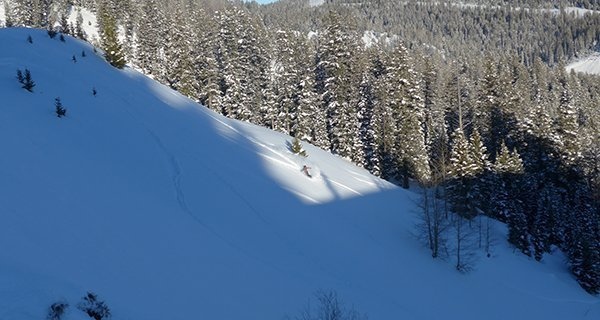 Mike Hardaker testing the 686 GLCR Hydra Thermagraph Jacket on Teton Pass Photo Cooper Kahlenberg | Mountain Weekly News