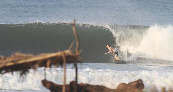 Mike Hardaker enjoyin classic Punta Roca perfection in El Salvador Photo Vaquero
