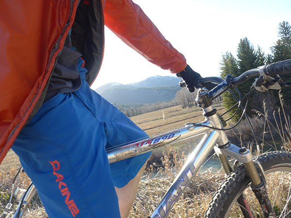 Dakine Derail Mountain Bike Short Photo Mountain Weekly News