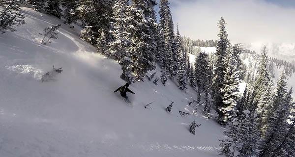 J.p. Giudici full throttle on the Voile Revelator 2015 Splitboard Photo Mike Hardaker | Mountain Weekly News