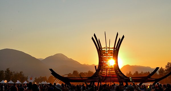 Fiery Pemby Fest sunset through the hat. Photo: Jonathan Penfield | Mountain Weekly News