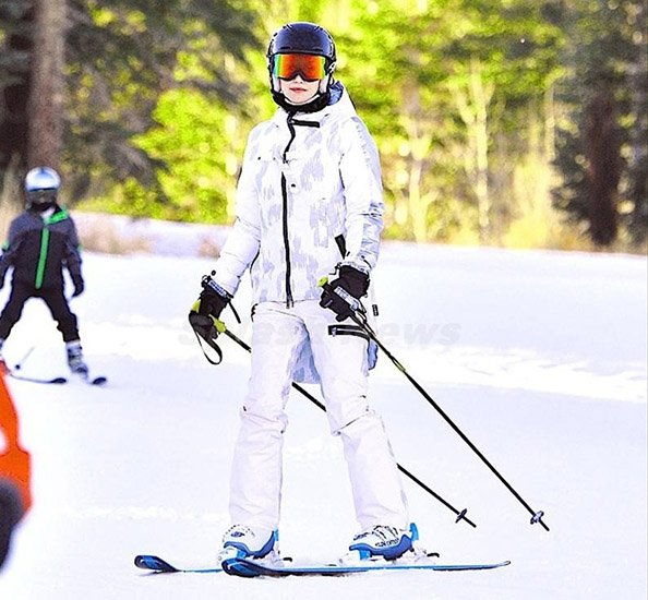 Gwen Stefani SKIING* in the new Burton line? Picture by: Sharpshooter Images