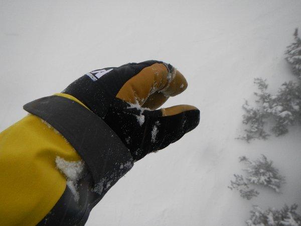 Eddie Bauer Trigger Mitt Cuffs, Photo Jonathan Penfield | Mountain Weekly News