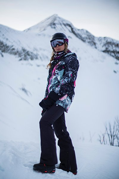 Paisley rocking the 2016 Salomon Malamut's, Photo | Mountain Weekly News