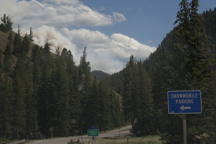 Cliff creek fire wy forest fires update 12 000 acres for Towns near jackson hole wyoming